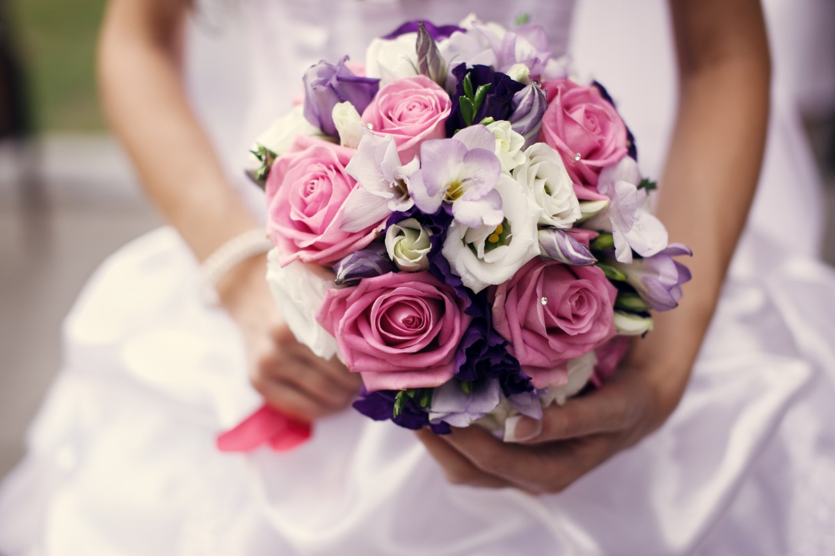Diy flowers diy wedding a wedding can be an incredibly stressful time especially for the bride even with that being said you want to know that everything for that special day solutioingenieria Images